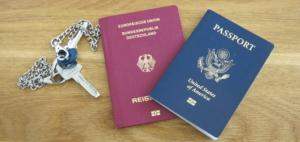 Deutscher und amerikanischer Ausweis